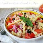 pasta fredda con tonno pomodori e olive