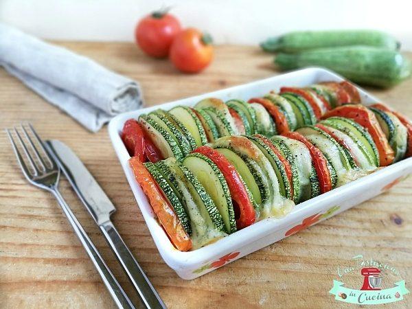 Teglia di Zucchine Pomodori e Mozzarella al Forno