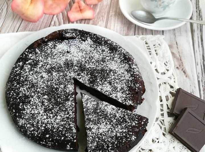 Torta al Cioccolato con 2 Ingredienti senza Farina, Burro e Zucchero
