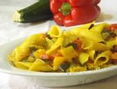 Pasta al Curry con Zucchine e Peperoni