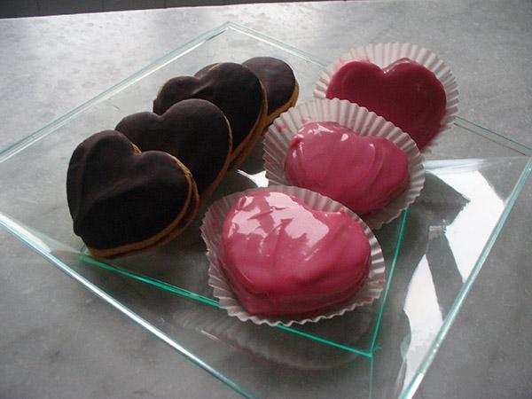 Glassa rosa al cioccolato bianco, per le torte e i biscotti di San Valentino