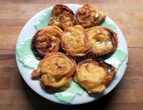 Girelle di cipolla in pastella
