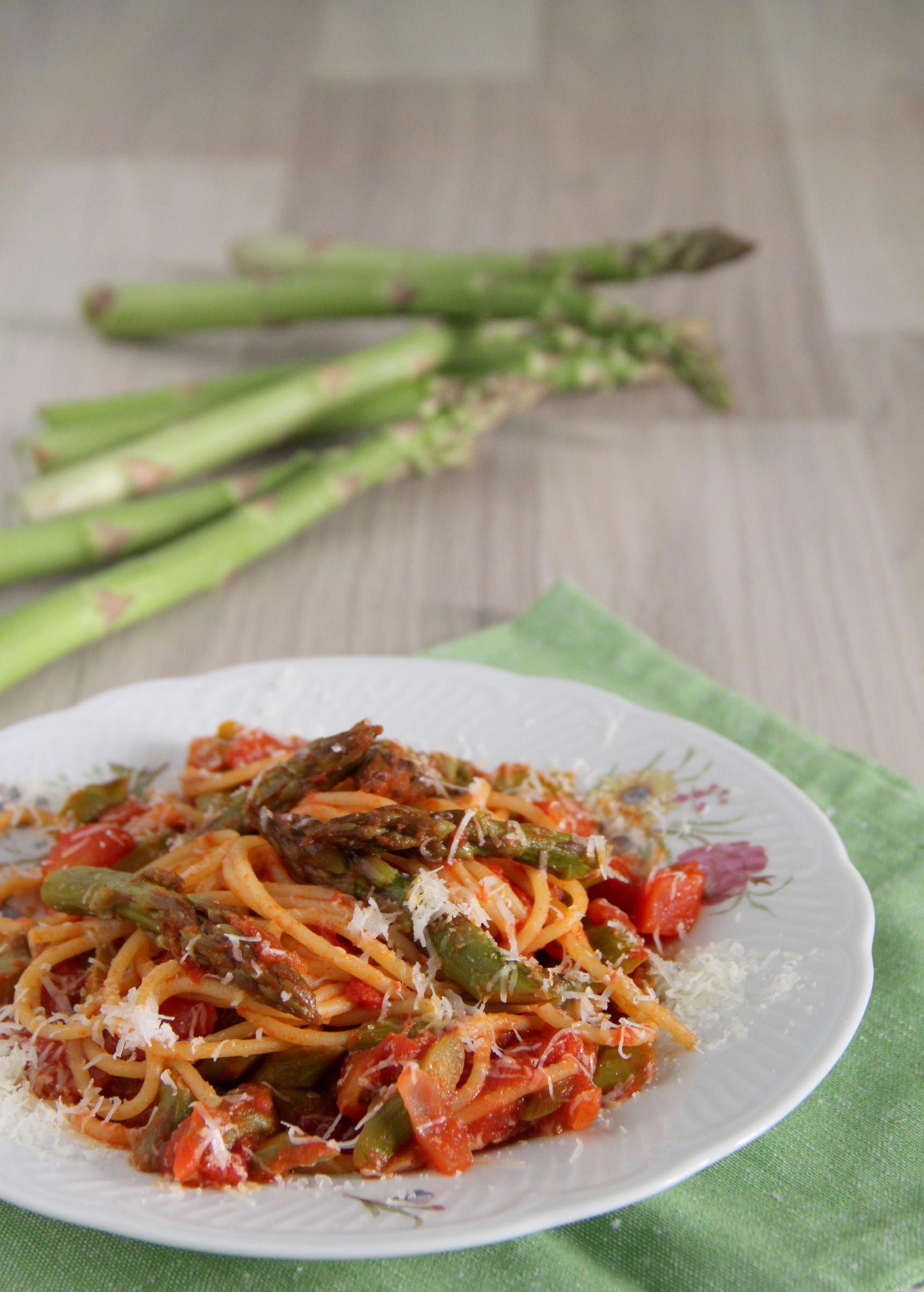 Spaghetti al sugo di asparagi