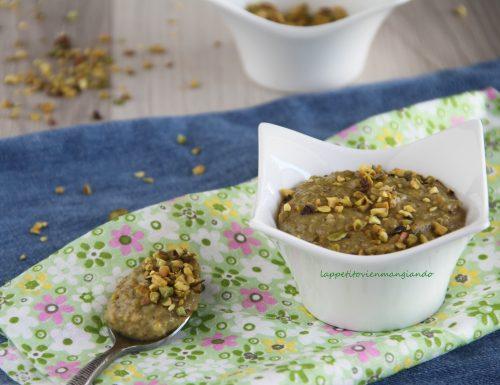 Crema dolce con granella di pistacchi