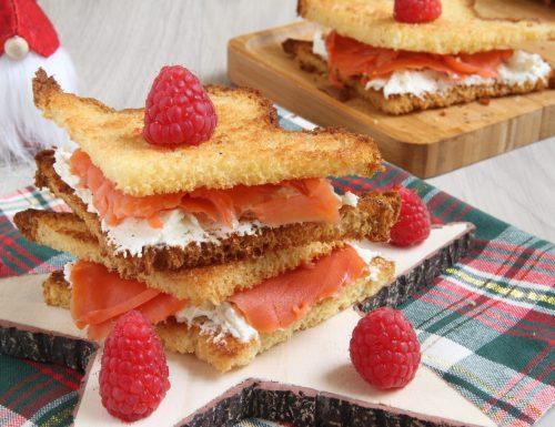 Sandwich di pandoro e salmone
