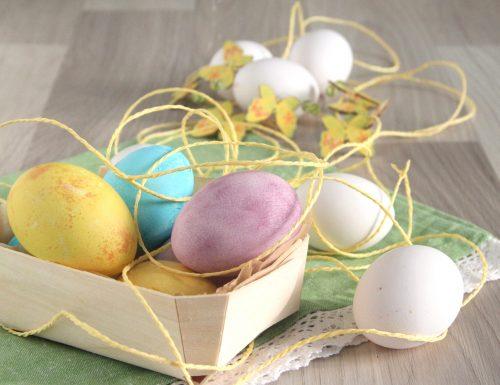 Uova sode pasquali vestite a festa