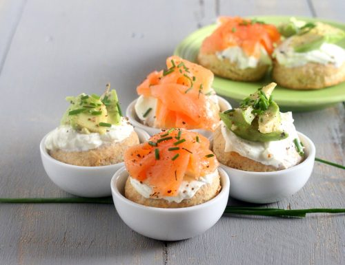 Scones crema di yogurt salmone e avocado