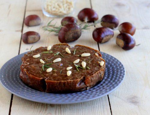 Castagnaccio uvetta pinoli e rosmarino