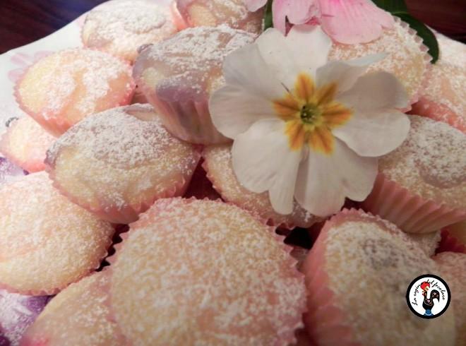 Piccole tortine di ricotta glassate alla rosa