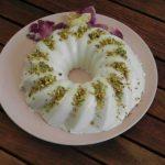 budino persianoal cocco, con rosa e pistacchi