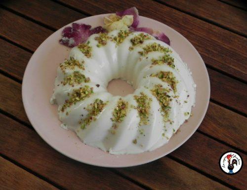 Budino persiano con latte di cocco e pistacchi