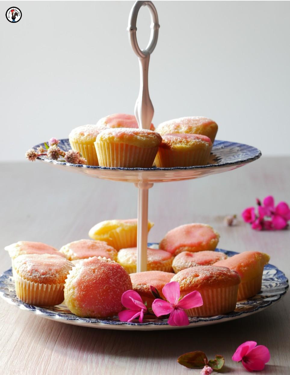 Mini tortine di ricotta con glassa alla rosa