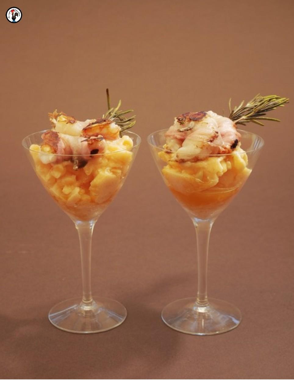 Sorbetto di melone con spidino caldo di gamberi e lardo
