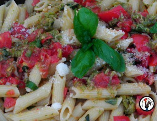 Pasta corta estiva: ricetta con zucchine e pomodorini