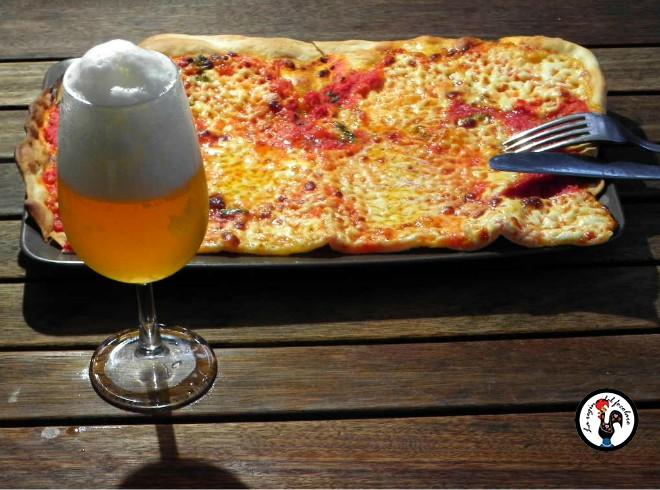 Pizza margherita fatta in casa, senza lievito