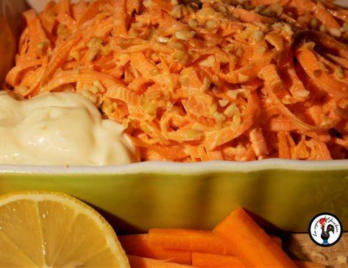Insalatina di carote e granella di nocciole