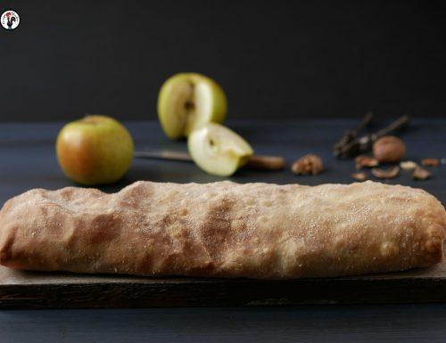 Strudel di mele salato con cavolo verza e camembert