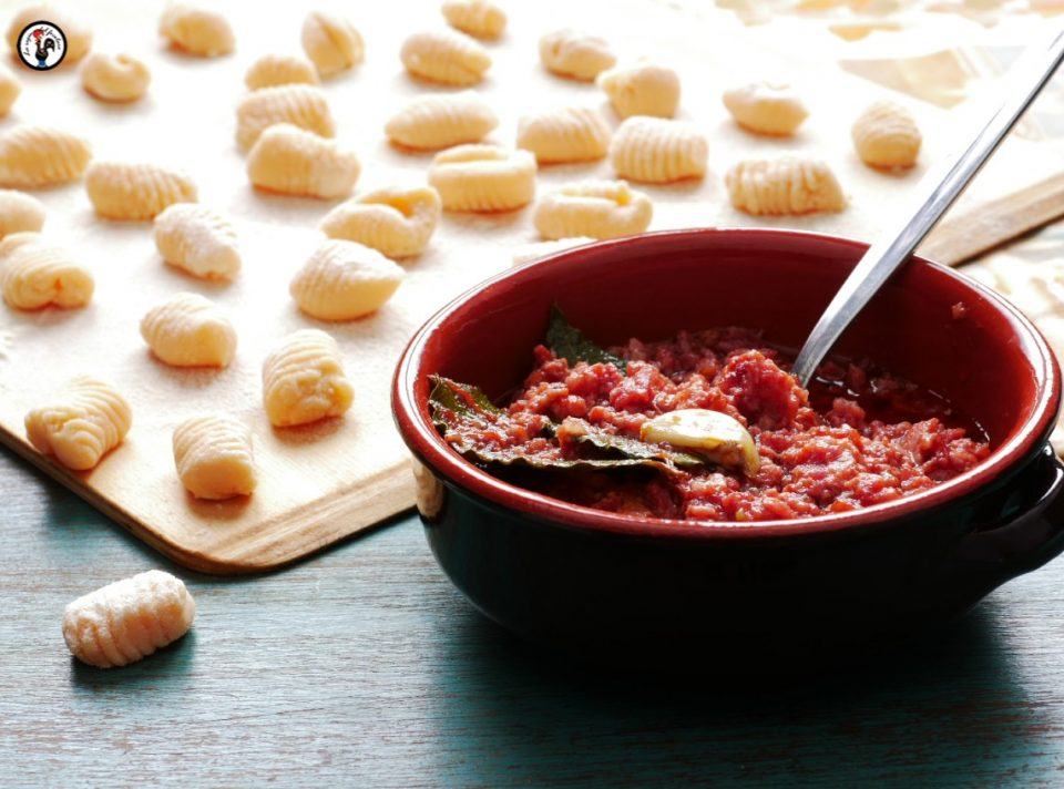Gnocchi di lenticchie e ragù di cotechino
