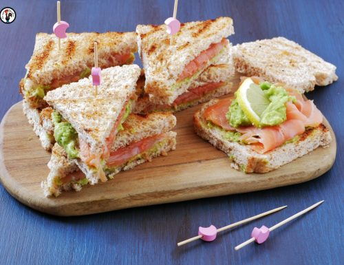Sandwich salmone e avocado