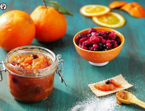 Marmellata di arance con la buccia e frutti rossi: ricetta veloce