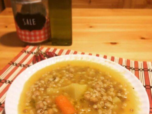 Ceci,orzo e lenticchie cotte in una vellutata di zucca e carote