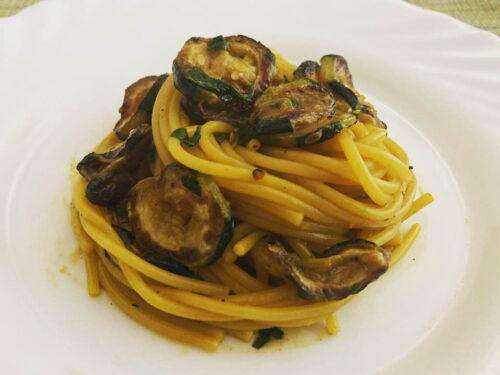 Spaghetti con zucchine e zafferano