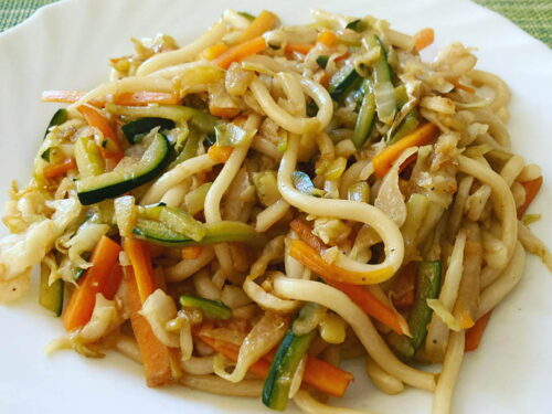 Udon noodles con verdure