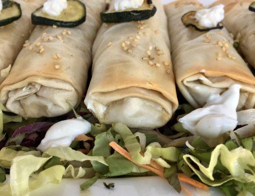 Involtini di pasta fillo con ripieno di salmone, zucchine e ricotta aromatizzata alla menta