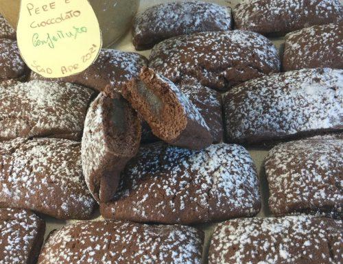 Biscotti al cacao con cuore morbido alle pere