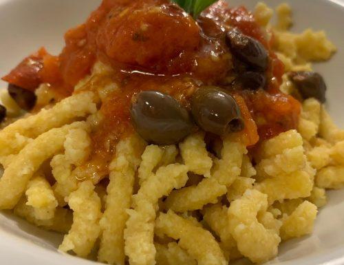 Passatelli con sugo di pomodorini e olive