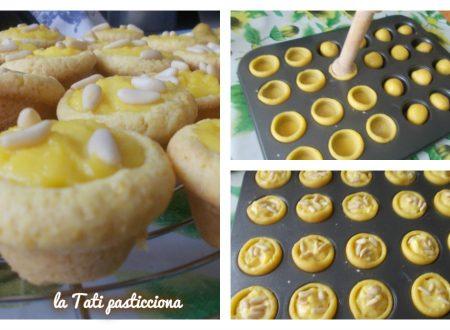 Mini torte della nonna con il pastry pusher