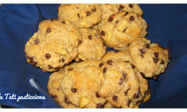 Biscotti mela e gocce di cioccolato senza uova