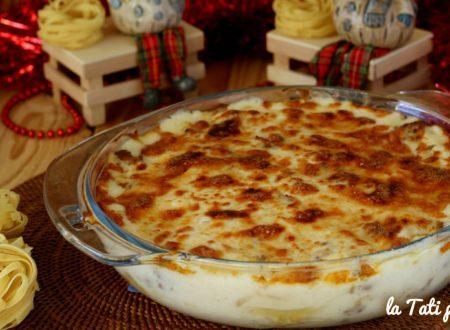 Nidi di lasagnette al forno con besciamella e salsiccia