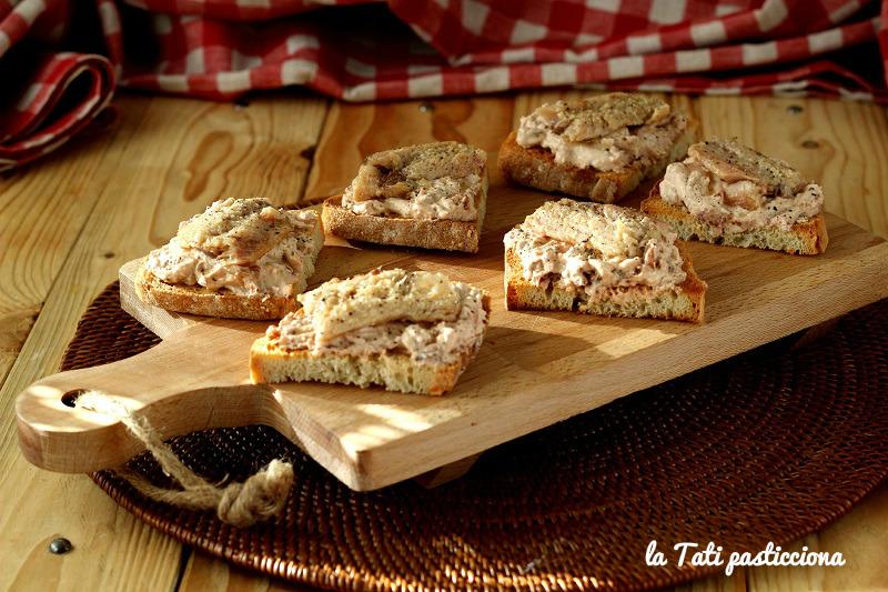 bruschette sardine ricotta e pomodori