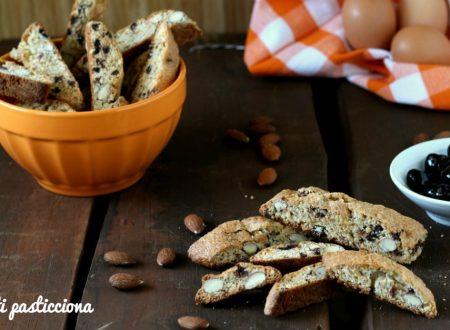 Cantuccini con amarene e cioccolato fondente