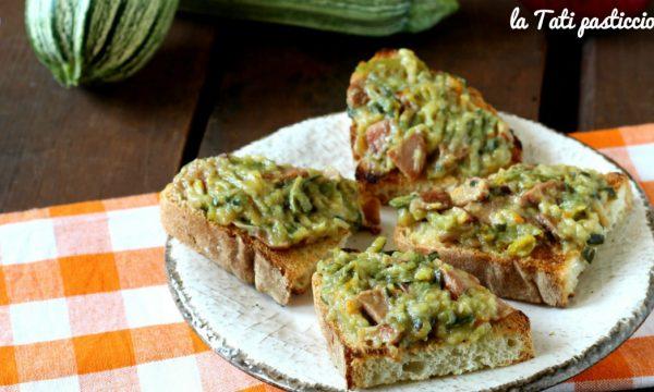 Crostoni svuotafrigo con zucchine