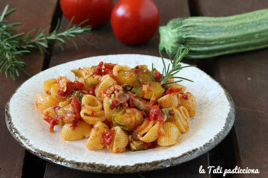 Pasta Zucchine Pomodoro e Rosmarino