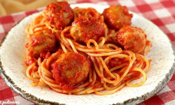 Spaghetti e polpette di salsiccia