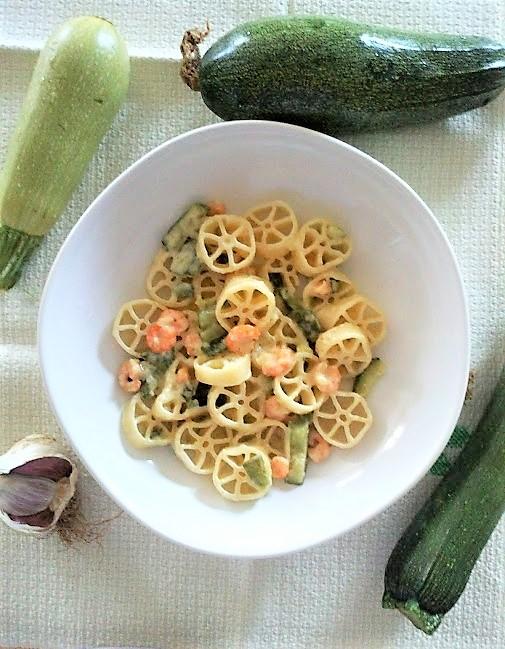 Rotelle zucchine e gamberetti con panna