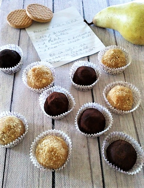 palline di biscotti rum e pera