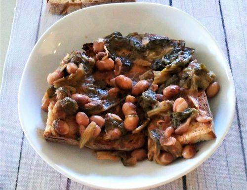Zuppa di fagioli e scarole con pane tostato
