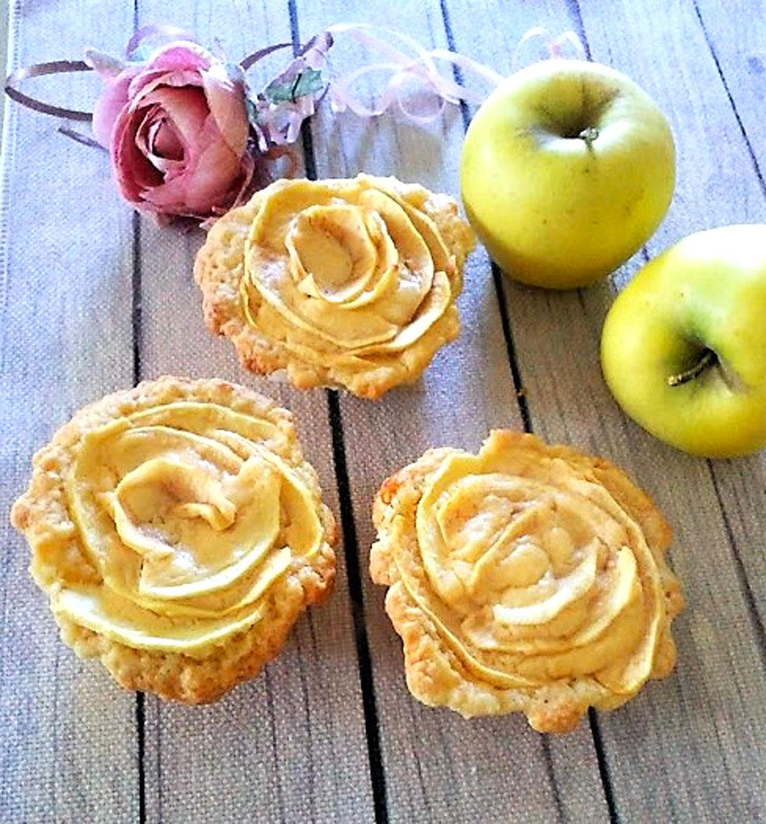 Rose di pasta frolla con le mele
