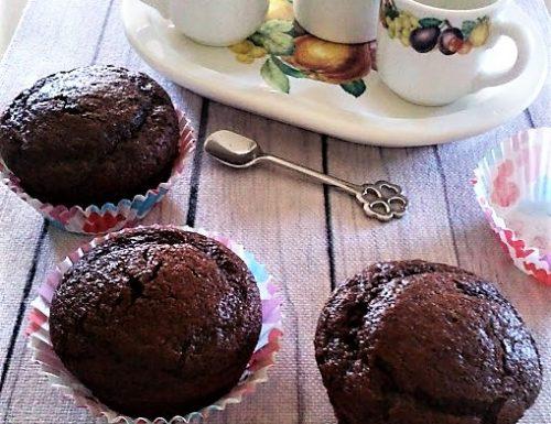 Muffin al cacao senza burro farciti con nutella