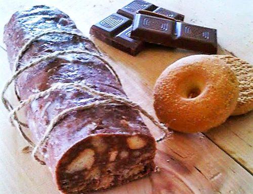 Salame di cioccolato e biscotti senza cottura