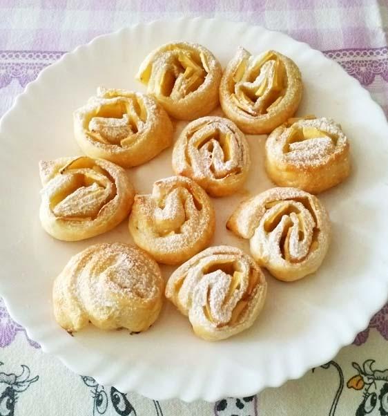 Girelle di pasta sfoglia mele e cannella