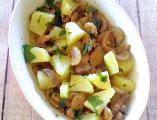 Funghi e patate in padella ricetta