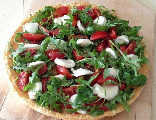 Torta salata con pomodorini rucola e mozzarella