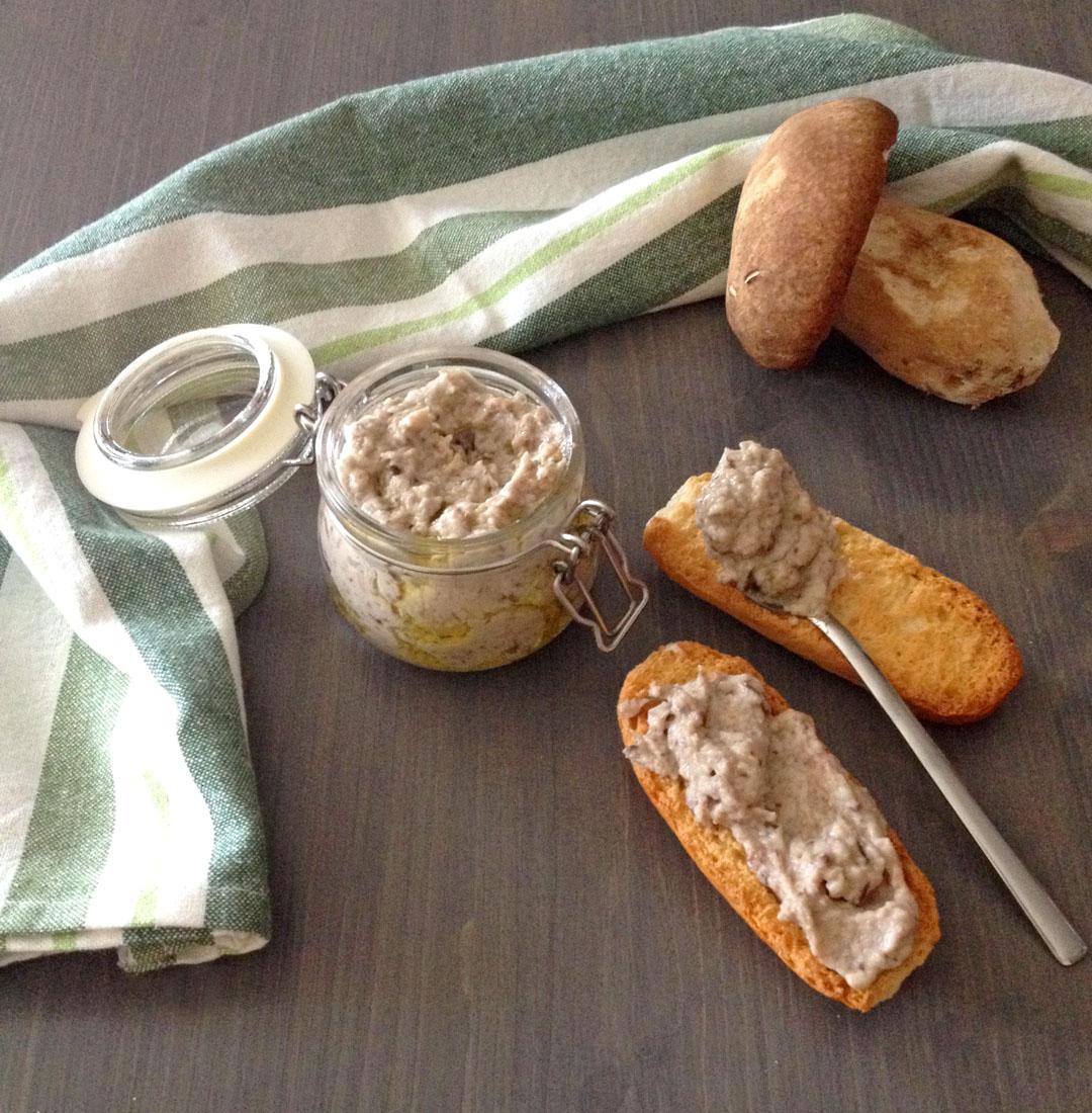 Patè di funghi porcini per crostini e pasta