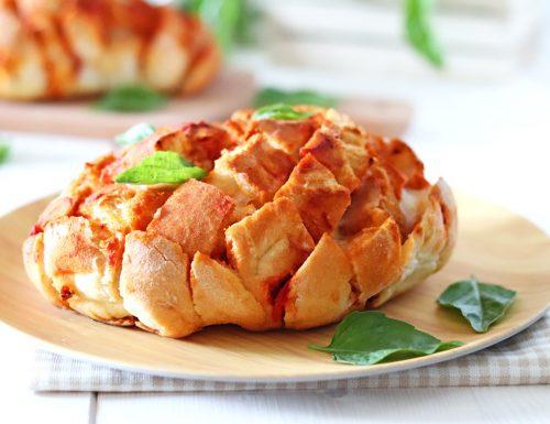 Rosetta di pane ripiena alla pizza