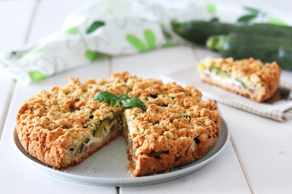 Torta sbriciolata salata zucchine e speck philadelphia